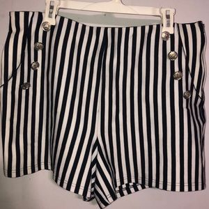 1x forever21 white and navy strip shorts pockets!
